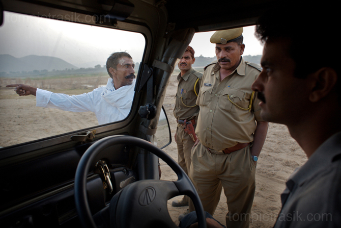 Dharmendra Khandal of Tiger Watch runs into police while<br /> driving to Mogia villagers on the edge of Rantambore National Park. © Tom Pietrasik 2008