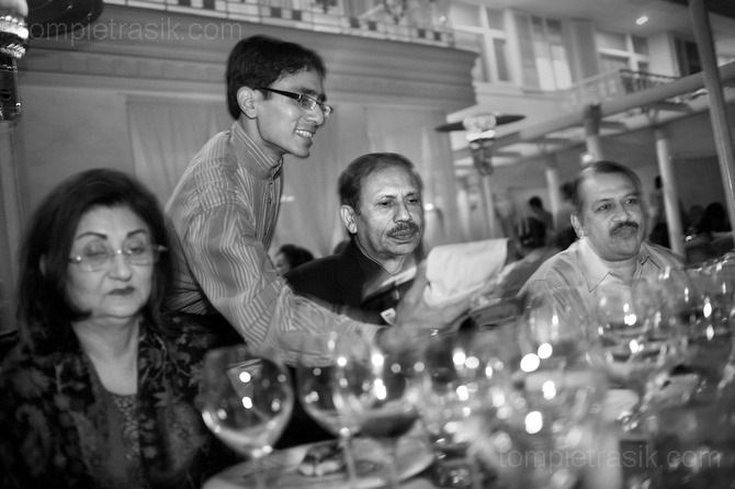 Members of the Delhi Wine Club gather at an exclusive restaurant for dinner and one or two glasses of Sula Red. New Delhi, India. ©Tom Pietrasik 2008