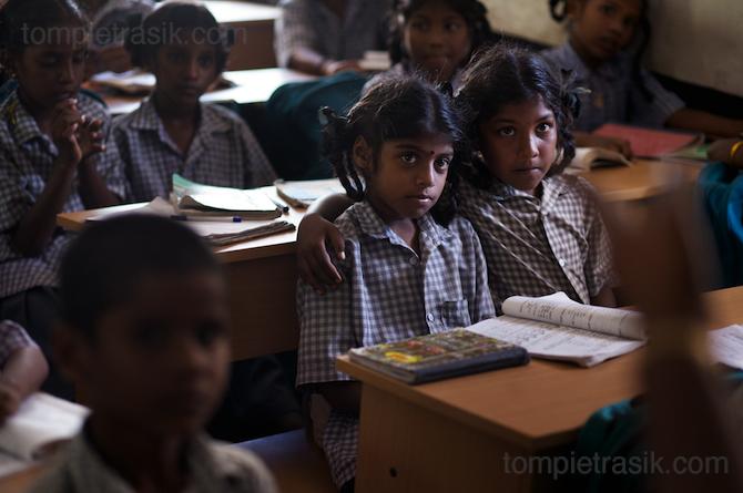 Pupils at Thalanguda government school listen to their teacher. Tamil Nadu, India © Tom Pietrasik 2008