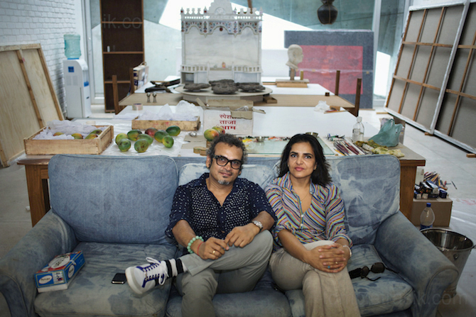 Subodh Gupta and his artist wife Bharti Kher in his Gurgaon studio. Haryana, India ©Tom Pietrasik 2009